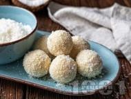 Рецепта Бели шоколадови бонбони с бисквити, кокосово масло и ром